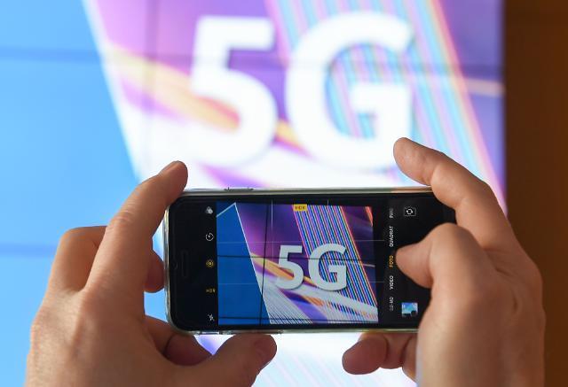 [5G시대, 세상이 바뀐다] 화웨이 손잡은 LG유플러스 vs SK텔레콤-KT, 3위의 반란에 쏠린 눈