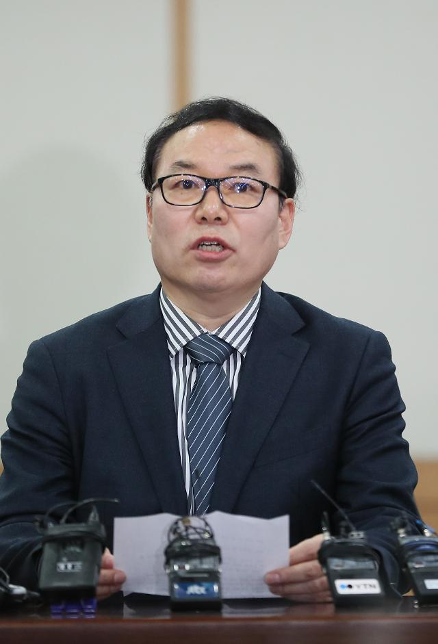 """""""국민을 뭘로 보고""""…정한중 과거사위원장 대행 김학의에 쓴소리"""