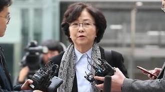 김은경 전 환경장관 영장심사 종료…동부구치소로 이동
