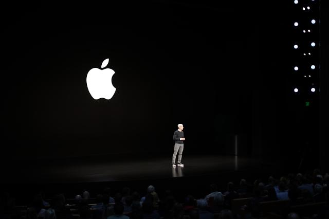 HW에서 구독으로, 체질전환 나선 애플