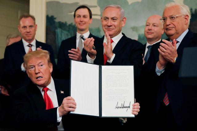 트럼프, 골란고원 이스라엘 주권 인정 선포…로켓발사 등 긴장 고조