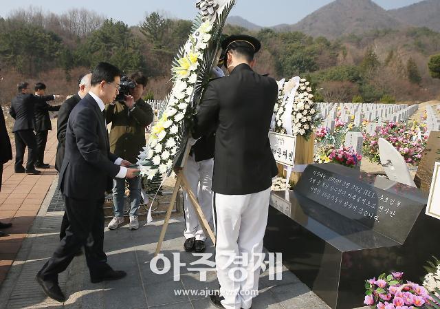 양승조 충남도지사, 천안함 46용사 묘역 참배