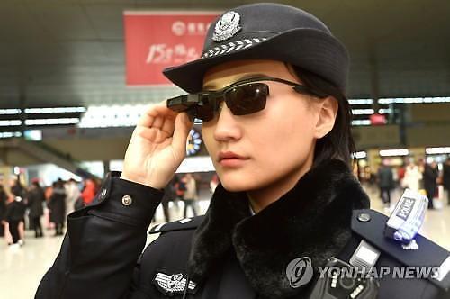 중국판 빅 브라더 공포 엄습...사람별 점수 매겨 통제