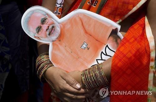 미국 스타일 모디 vs 친(親)서민 간디, 인도 총선 승자는?