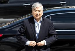 .Shareholders oust group head from Korean Air board in far-reaching vote.