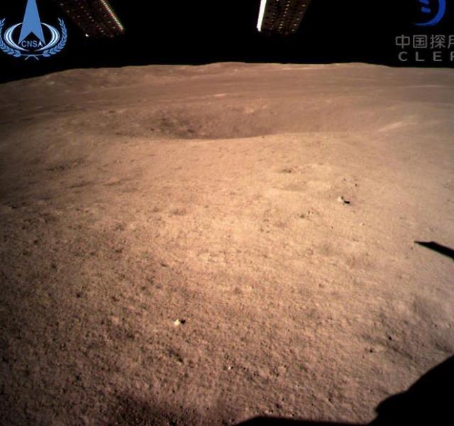 """미국 """"우주인 5년내 달에 보내겠다""""...중국 코웃음"""