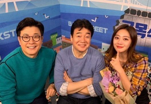 "[#SNS★] 조보아 눈물로 붉어진 얼굴 ""골목식당 가족들 화이팅♥"""