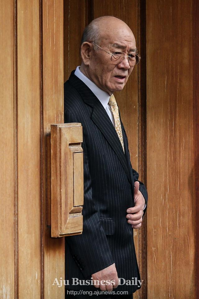 [AI] Public sale execution of former president Chuns Yeonhui-dong home sale temporarily suspended