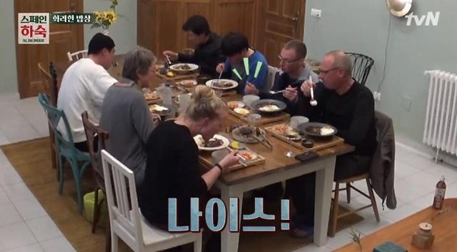 스페인 하숙의 5유로 식사는? 짜장덮밥·간장불고기… 덴마크 순례자 반응은?