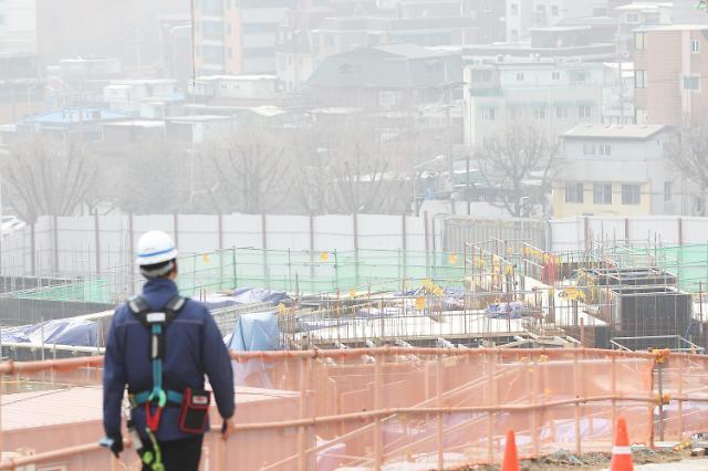 韩政府出台政策保护雾霾天工地劳动者健康