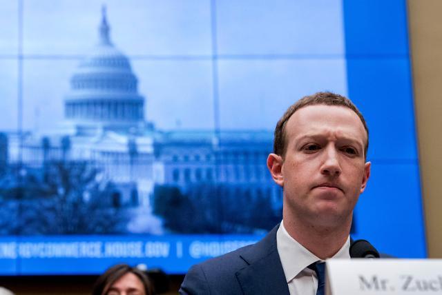 """저커버그 """"페이스북 과도한 권력을 가지고 있다"""""""