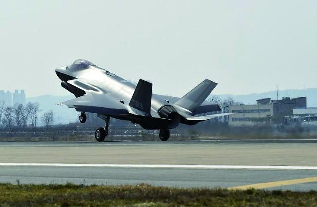 """F-35에 포위 당한 中 """"우리도 스텔스 있다"""""""