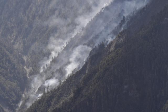 중국 연이어 대형산불... 쓰촨성 화재 진압 중 소방관 30명 순직