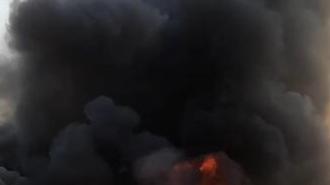 Lính cứu hỏa đấu tranh với cháy rừng ở Busan