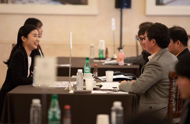 [석유선의 워라밸 워칭] '경단녀' 재취업 돕는 유통업계 '외조'