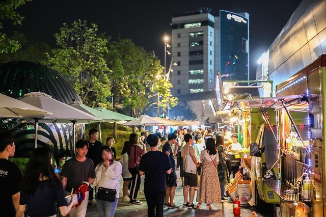 주말엔 '서울밤도깨비야시장'에서 푸드트럭 음식 먹고 핸드메이드 구입하자!..10월까지 금∼일 운영