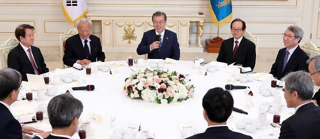 文在寅总统与经济界元老共进午餐