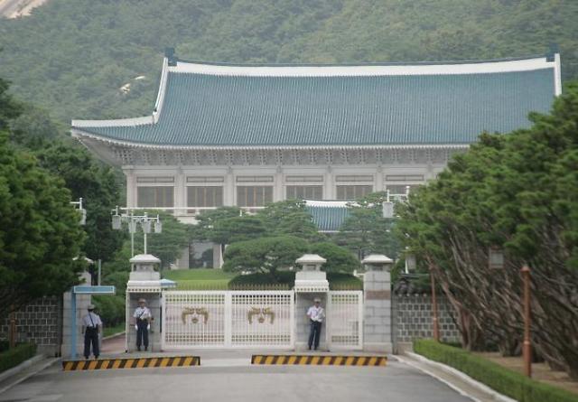 韩陆军少校驾车撞青瓦台大门 要求面见总统
