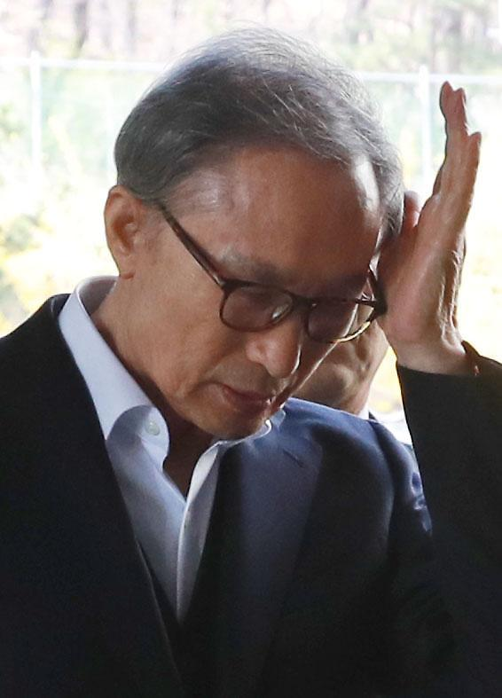 """이팔성, """"금융기관장‧국회의원 기대하고 MB 대선 자금 지원"""""""