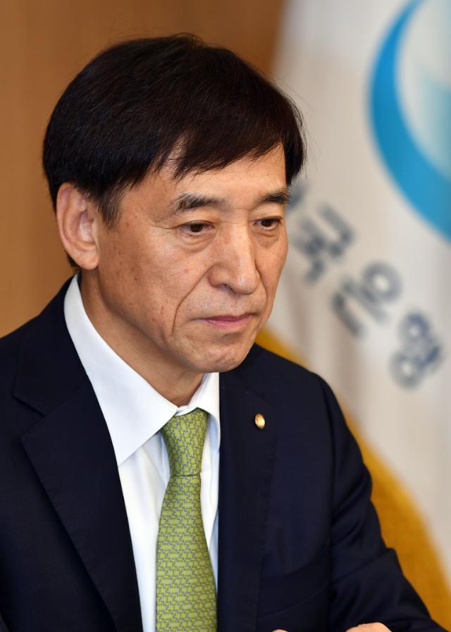 韓 경제전망 하향조정 잇따라…연내 금리인하 가능성 커지나