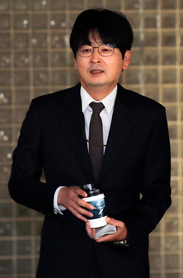 """탁현민, 민주당 홍보위원장 영입설…홍익표 """"아이디어 차원"""" 일축"""