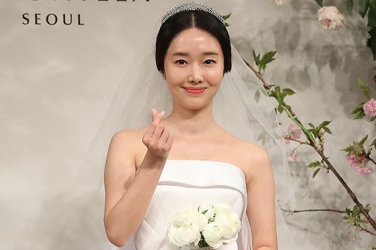 李贞贤今日举办婚礼
