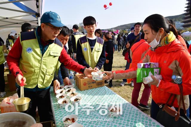 월성원전, 벚꽃마라톤서 잔치국수 1만 그릇 나눔 봉사