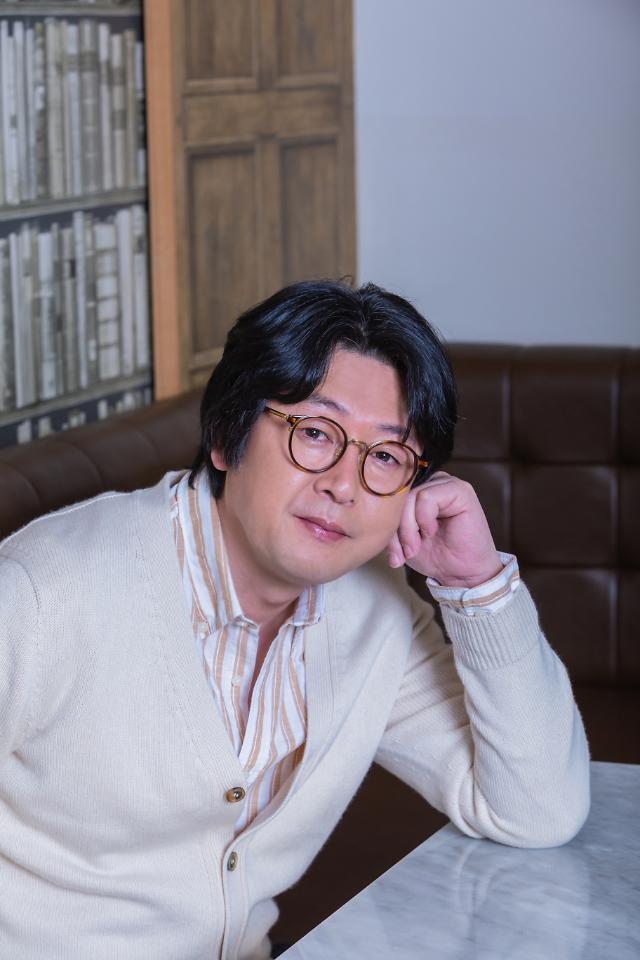 """[인터뷰] 미성년 김윤석 """"감독 데뷔…주연작 개봉보다 딱 10배 떨려"""""""