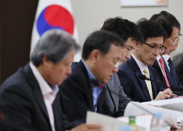 '문재인 케어' 갈 길 먼데…재원 확보·법 개정 '제자리 걸음'