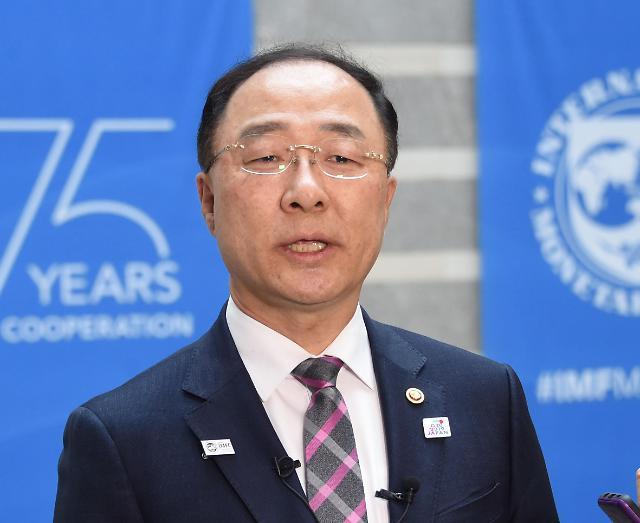 """홍남기 부총리 """"글로벌 경제 하반기부터 개선될 것"""""""