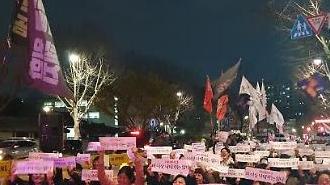 낙태죄 위헌 결정에 들썩인 주식시장