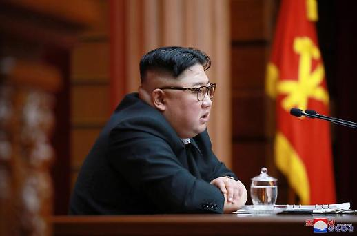김정은, 태양절 맞아 금수산태양궁전 참배…최룡해 등 고위 간부 대동