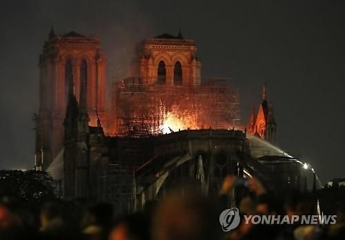 파리 노트르담 대성당 화재..소방용 항공기 안 뜬 이유