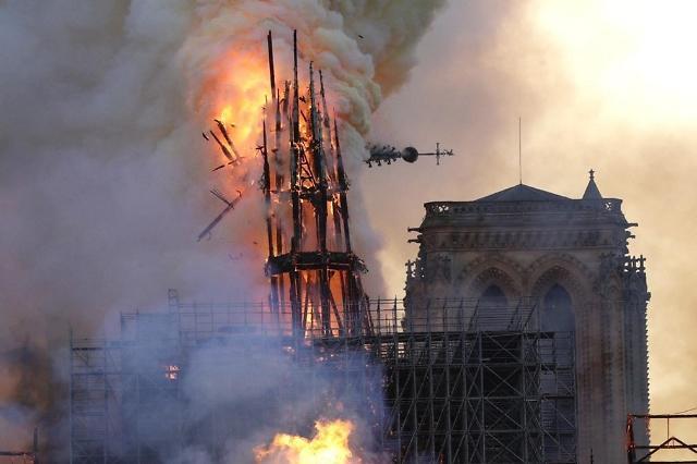 韩国总统文在寅对巴黎圣母院火灾表达关切