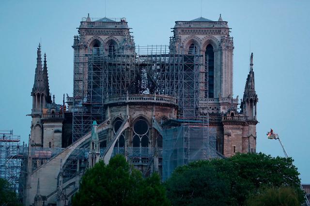 文在寅就巴黎圣母院火灾向法国总统致慰问电