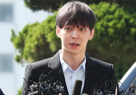 """박유천 경찰 출석 """"성실하게 조사 받겠다""""…취재진 질문엔 '묵묵부답'"""
