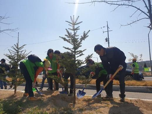가족과의 만남을 그리며...하나원, 통일기원 나무 심기 개최