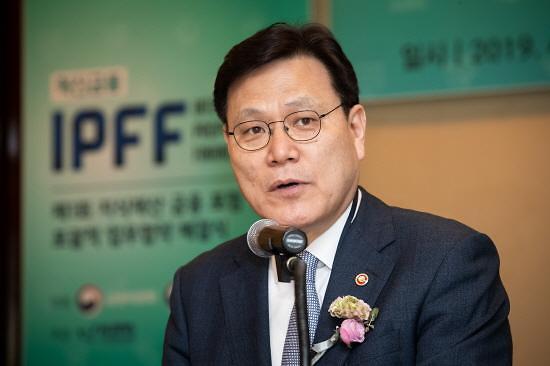 """최종구 금융위원장 """"박삼구 회장 매각 결단 진정성 의심 안 해"""""""