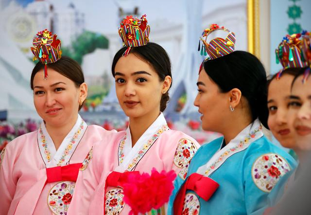 [포토] 한복입은 투르크메니스탄 여학생