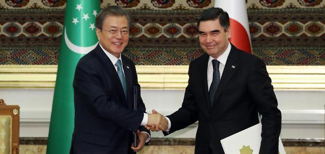 文在寅同土库曼斯坦总统举行会谈