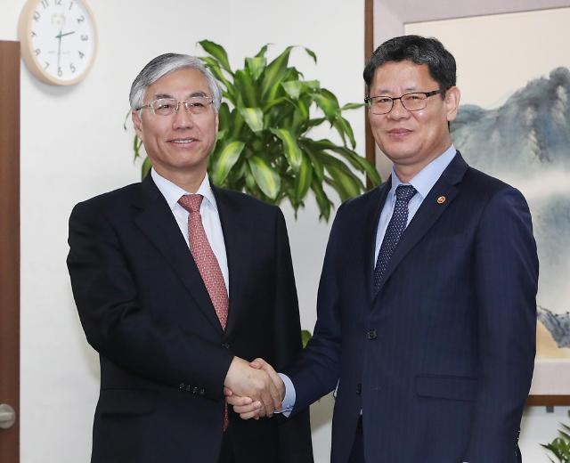 韩新任统一部长会见中国驻韩大使