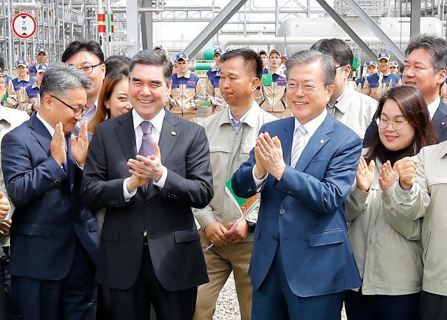 文在寅访问韩企承建天然气设备现场