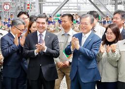 .文在寅参观韩企承建土库曼斯坦天然气成套设备.