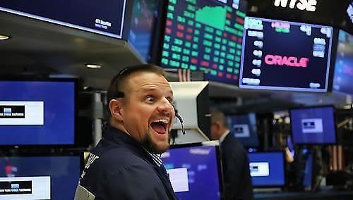 【环球股市】美国零售指标互助大型IPO等涨停 道琼斯指数上升 0.42%