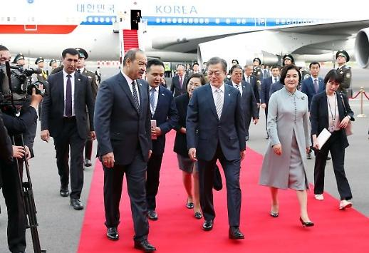 Tổng thống Hàn Quốc Moon Jae-in đến Uzbekistan