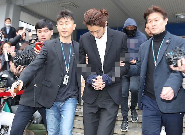 警方在郑俊英聊天室找到集体性侵声音和照片文档