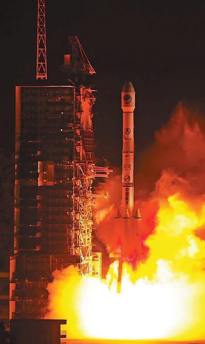 中 창정3호 운반로켓 100번째 비행 성공...우주강국 성큼