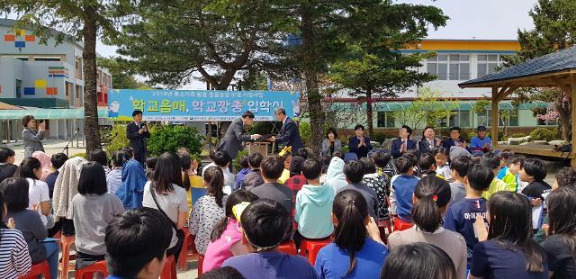"""전국최초 동물농장 입학식 개최… """"반갑다 토끼 엽소야 !"""""""