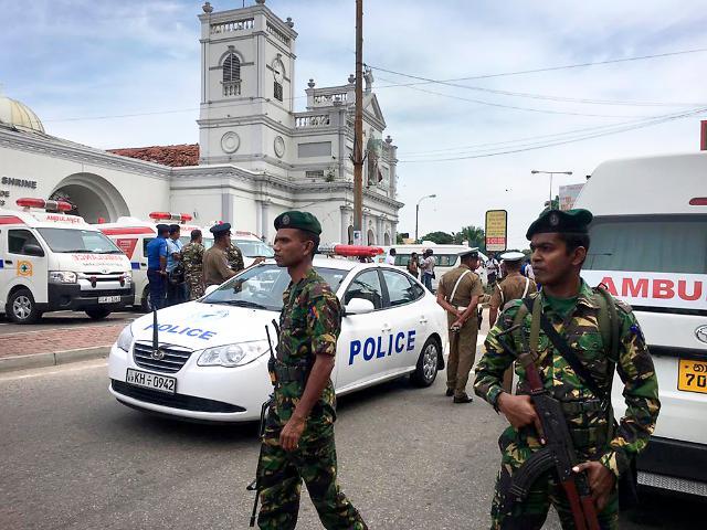 """스리랑카 폭탄 테러 피의 참사…文대통령 """"부활절 비극 믿기지 않아"""""""