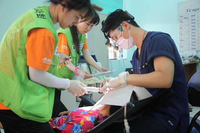 제주항공·열린의사회, 베트남에서 18번째 의료봉사